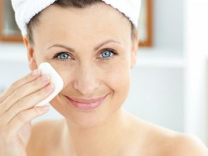 Американские дерматологи рассказали, как и когда правильно очищать кожу