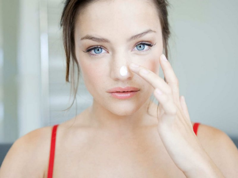 Можно, но осторожно: косметолог советует как использовать ретинол при чувствительной коже