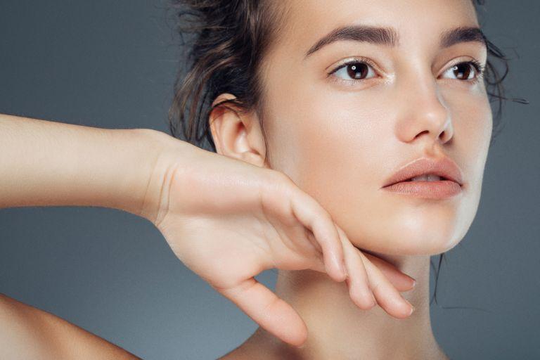 Как убрать носогубные складки и подтянуть овал лица: эффективные способы, упражнения