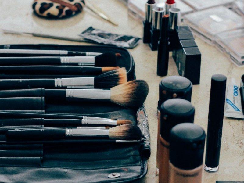 Ученые назвали самую опасную вещь в вашей косметичке