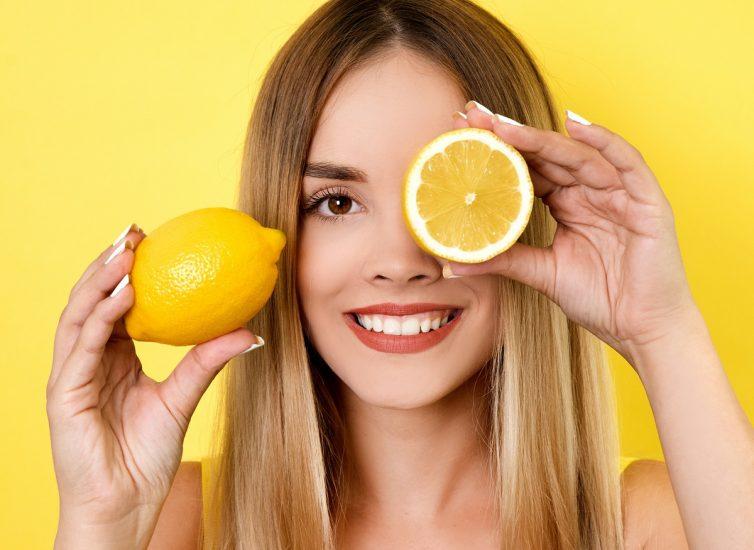 5 основных причин ежедневно протирать лицо лимоном