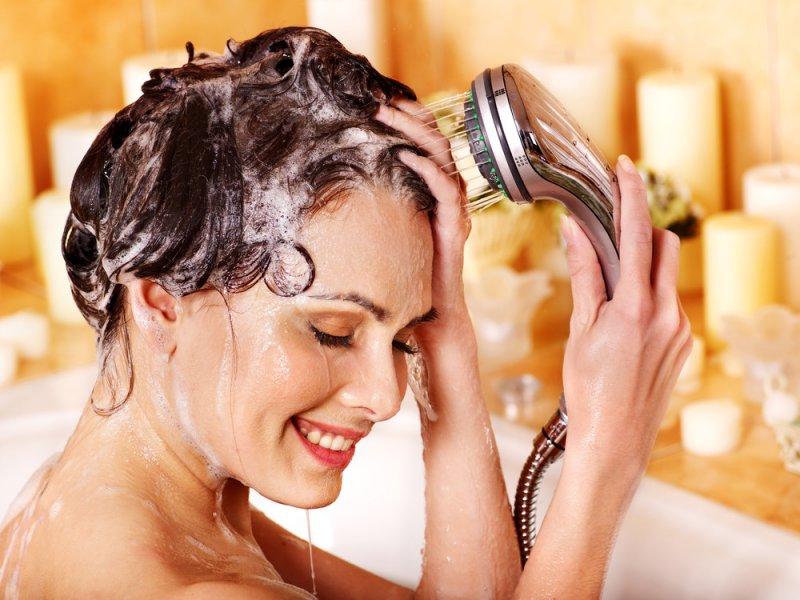 Нужна ли волосам горячая или холодная вода
