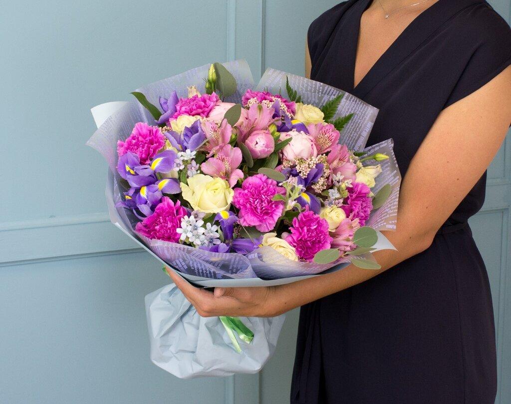 Лучшие цветочные композиции к различным торжествам от компании «Флорамаркт»