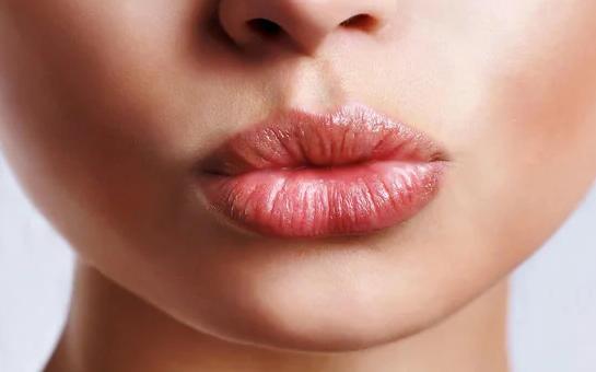 Объем губ при помощи крема
