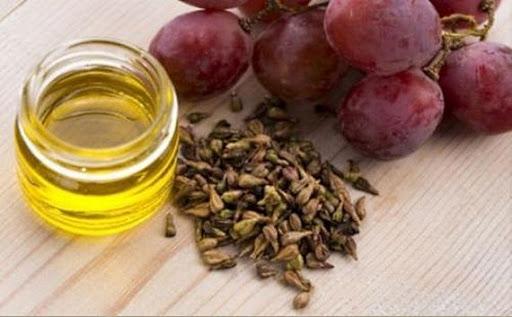 Кладезь витаминов для кожи лица – масло виноградной косточки