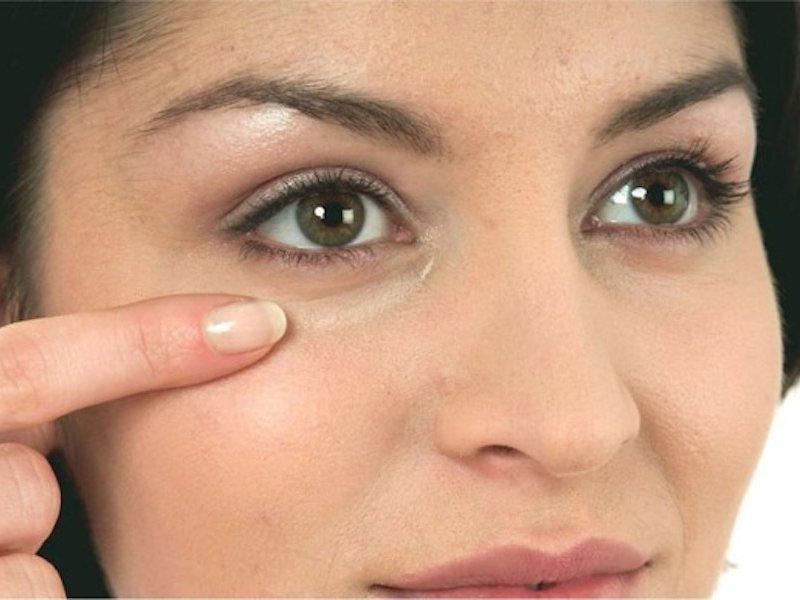 3 лёгких способа избавиться от отёков под глазами в домашних условиях