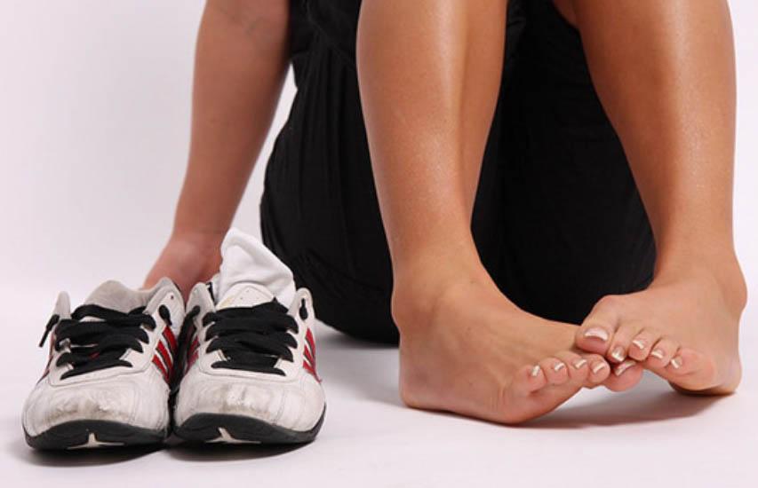Почему потеют ноги в обуви и что с этим делать?