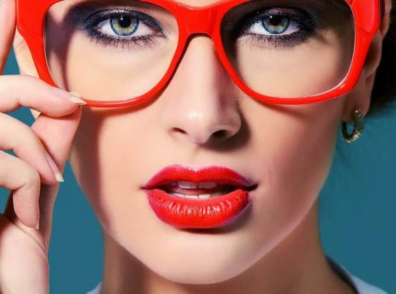 Особенности макияжа для тех, кто носит очки: 15 советов от экспертов