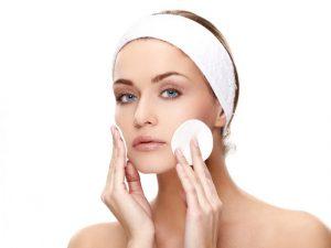 Уход за кожей лица при помощи гиалуроновой кислоты