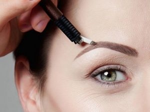 Микроблейдинг бровей: особенности процедуры, уход за волосками