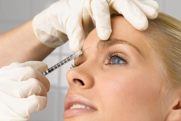Косметологи запрещают: пять процедур, которые нельзя делать дома