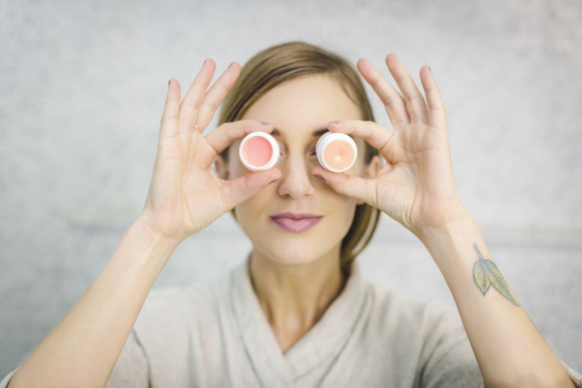Косметика с ретинолом: что это такое и как использовать