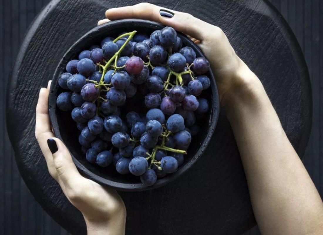 Названы фрукты, способные ускорить рост волос