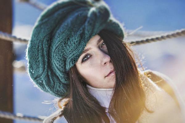 Шапка — не приговор! Как сохранить объем волос в зимнее время?