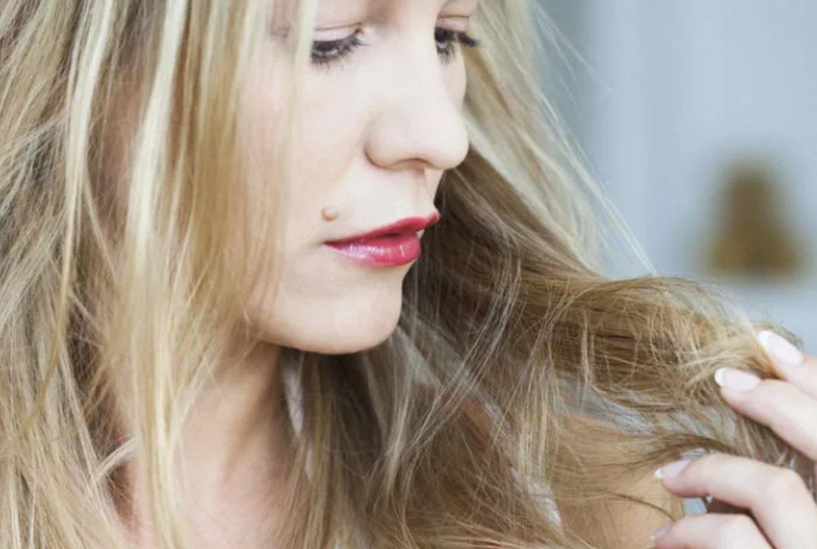 Специалист перечислила частые причины выпадения волос у женщин