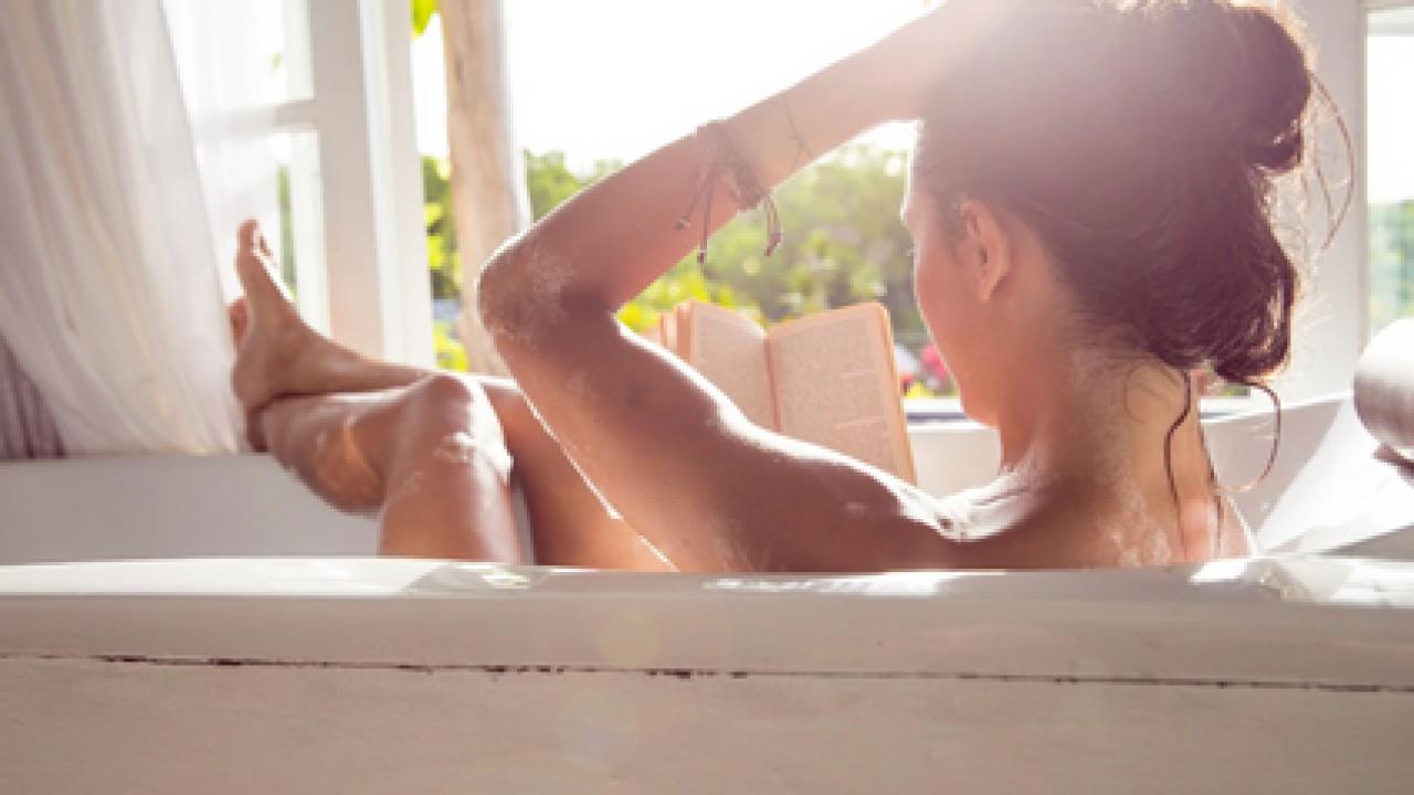 Косметологи поделились рецептами ванн для красоты, молодости и здоровья кожи