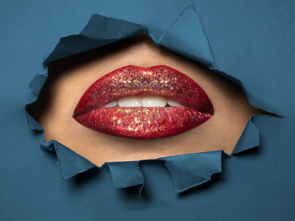 Производители губных помад учли реальность пандемии
