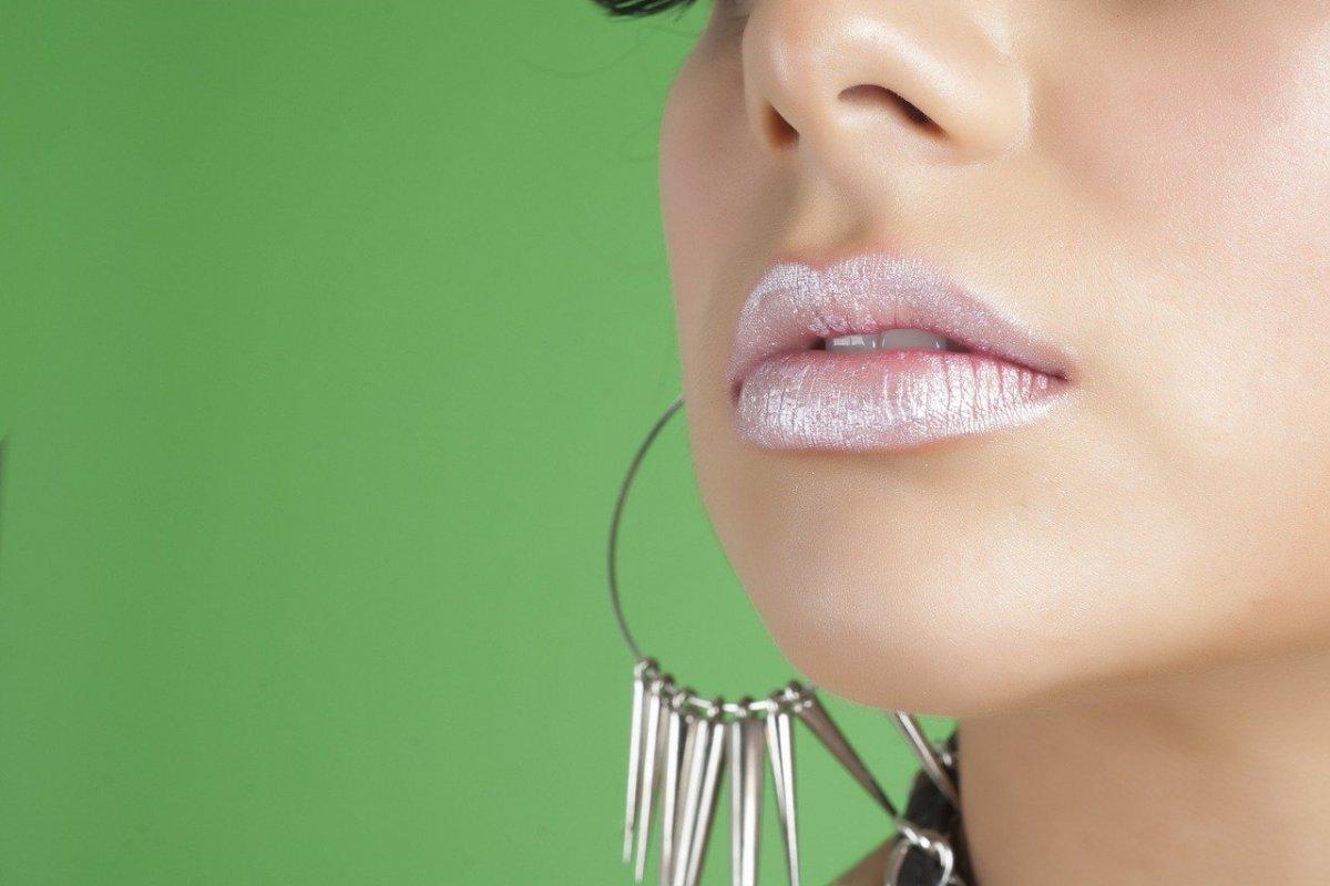 Пухлые губы: как добиться нужного эффекта контурной пластикой с помощью филлеров