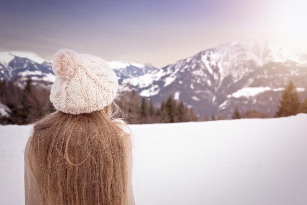 Только не кокосовое масло! Как правильно ухаживать за волосами зимой