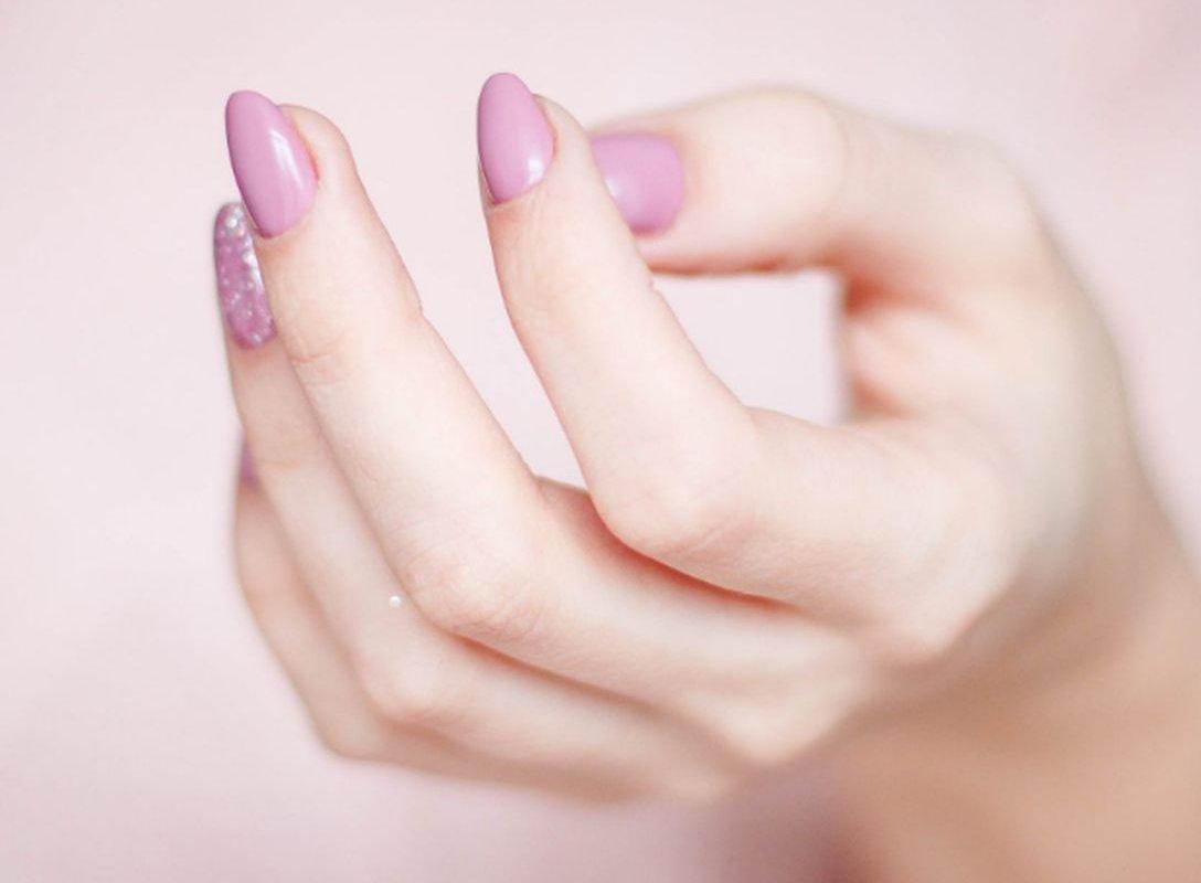 Различные изменения в состоянии ногтей: врач о том, что они означают