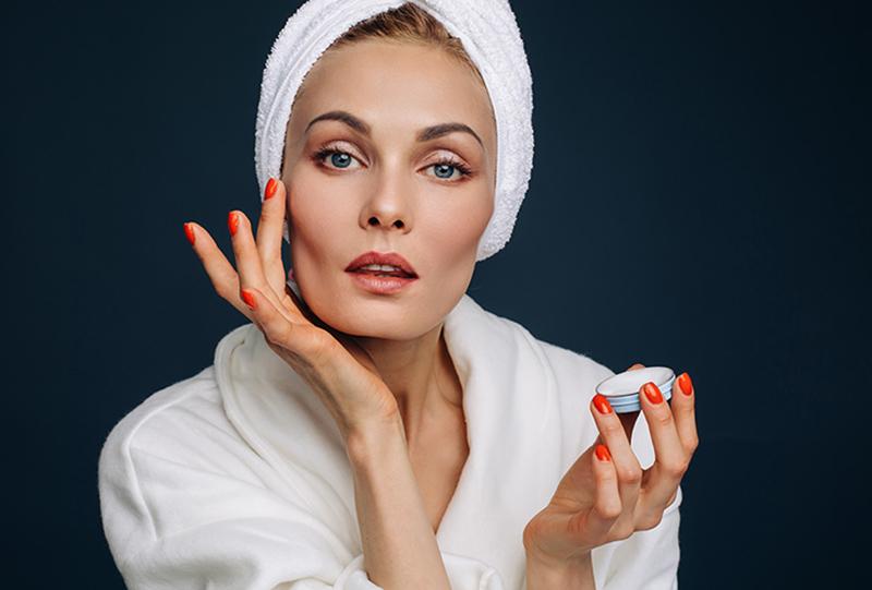 Несмытая косметика и другие привычки, которые убивают кожу