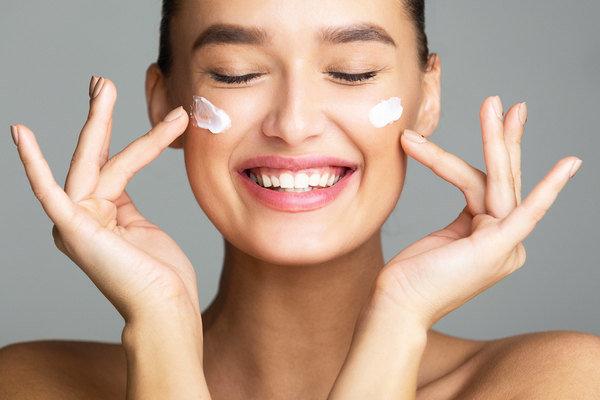 Как восстановить кожу после лета: 3 рецепта масок для лица