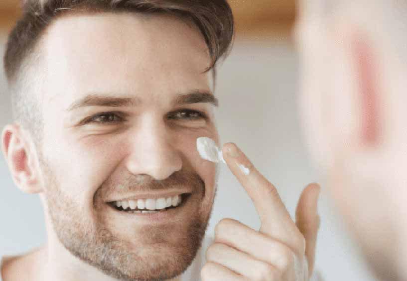 Косметолог Мухина объяснила отсутствие гендерно-нейтральной косметики особенностями мужской кожи