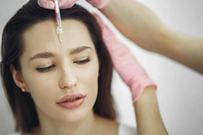 Названы витамины, которые нельзя пить после уколов красоты