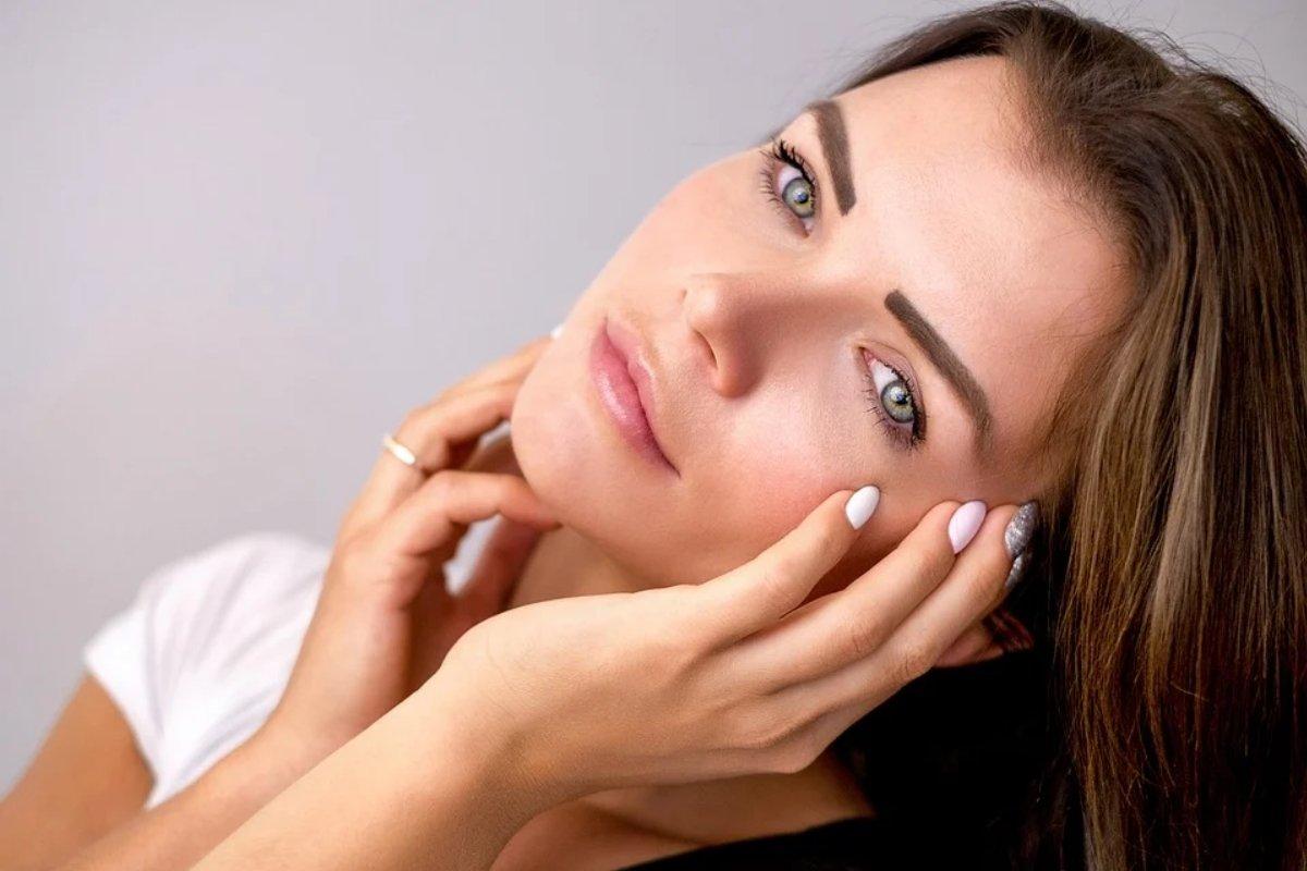 Диетолог назвала вредные для кожи продукты